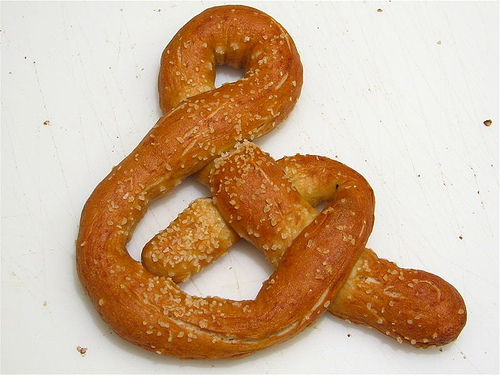 Pretzel ampersand, minus the warm cheese